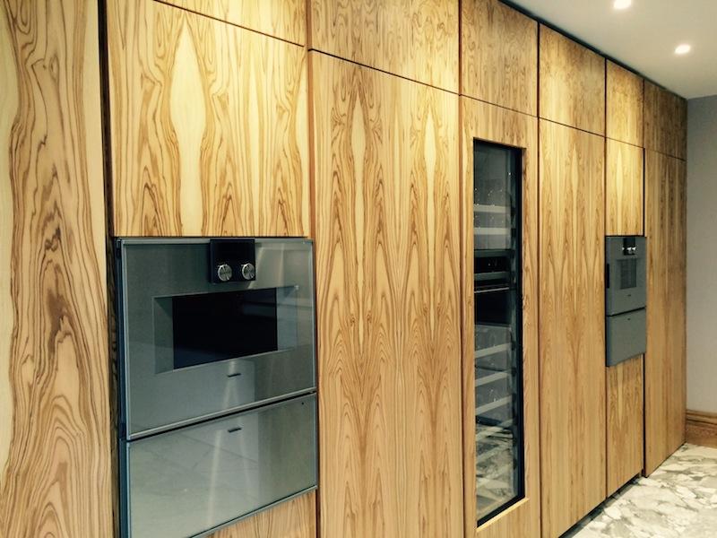 Il legno di olivo per una cucina su misura cucine su misura tm italia cucine - Cucina su misura milano ...