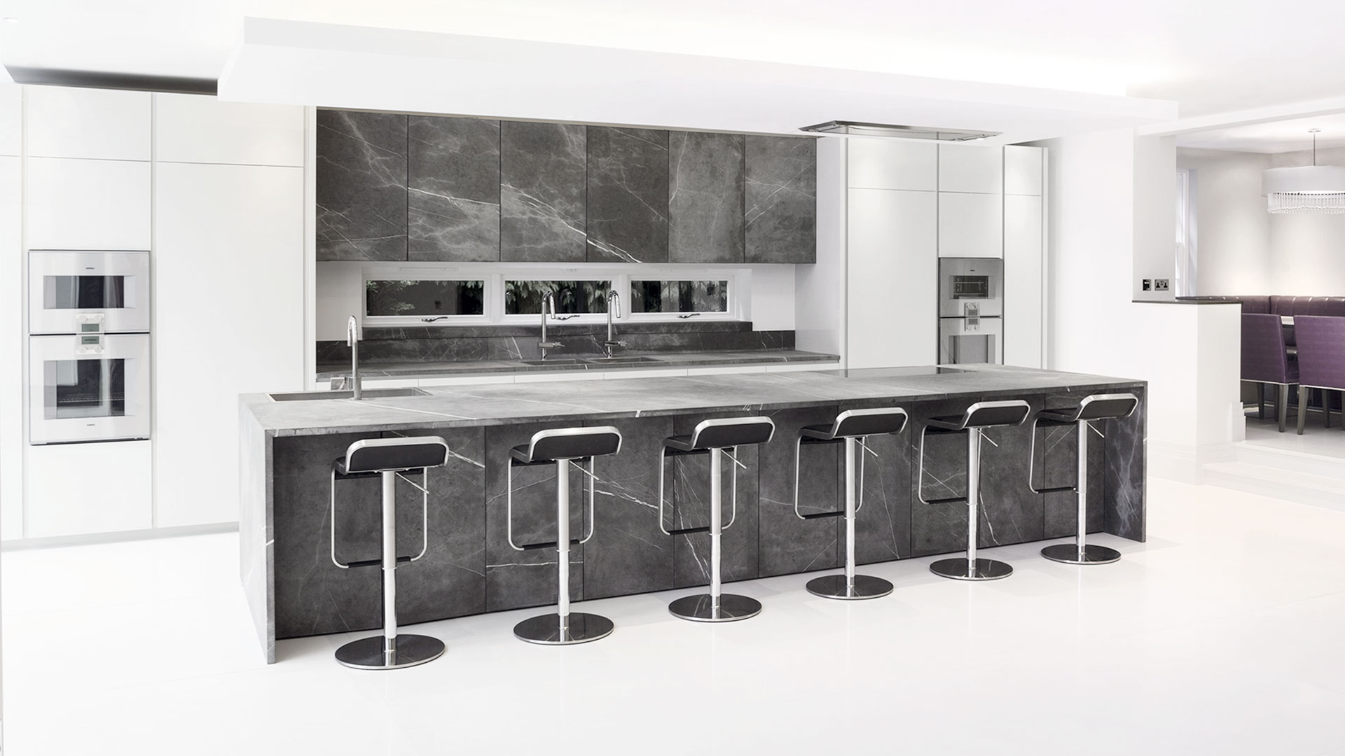 Cucina in pietra con isola - Cucine open space con isola ...