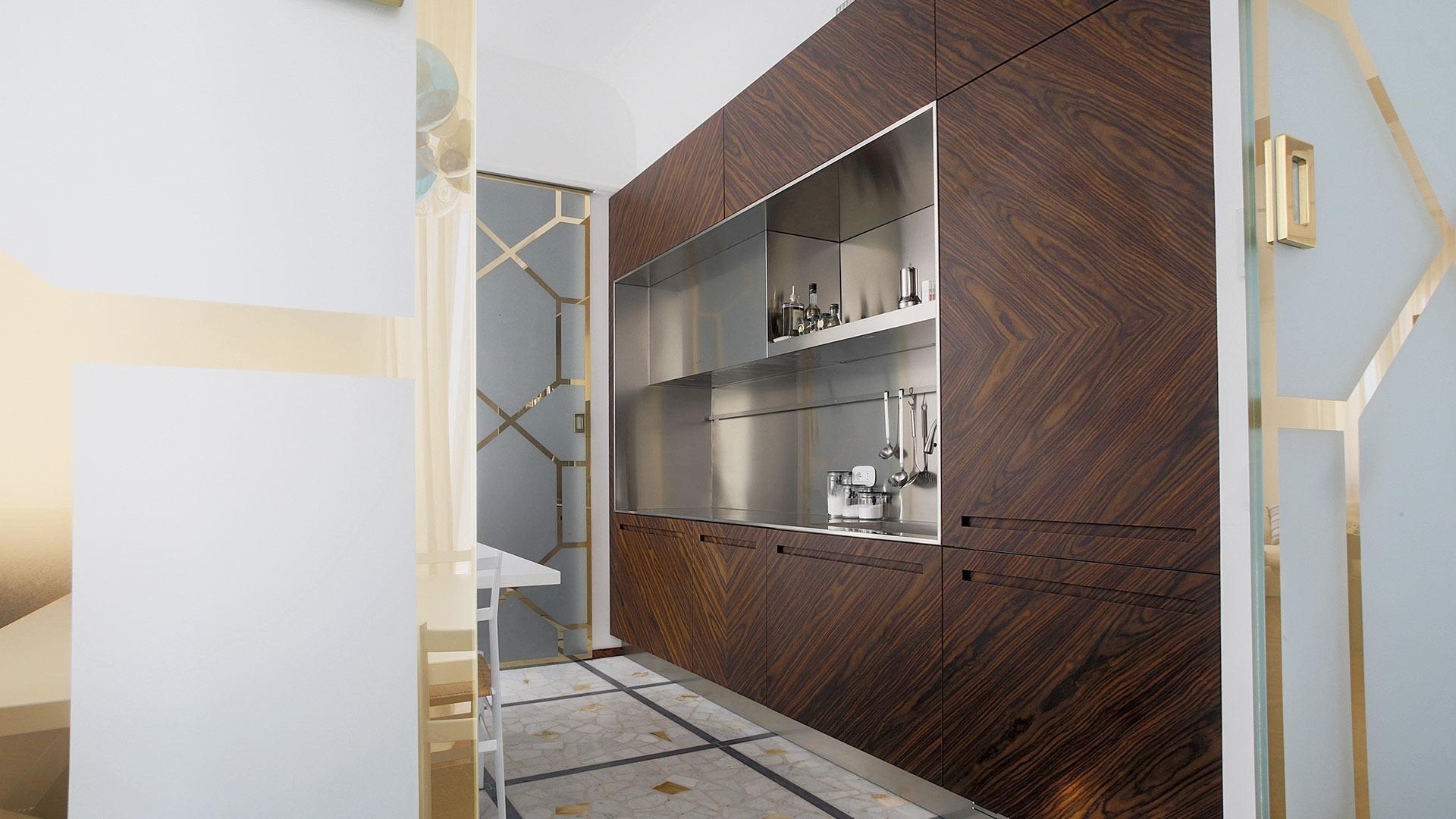 Cucina lineare in acciaio e palissandro personalizzata