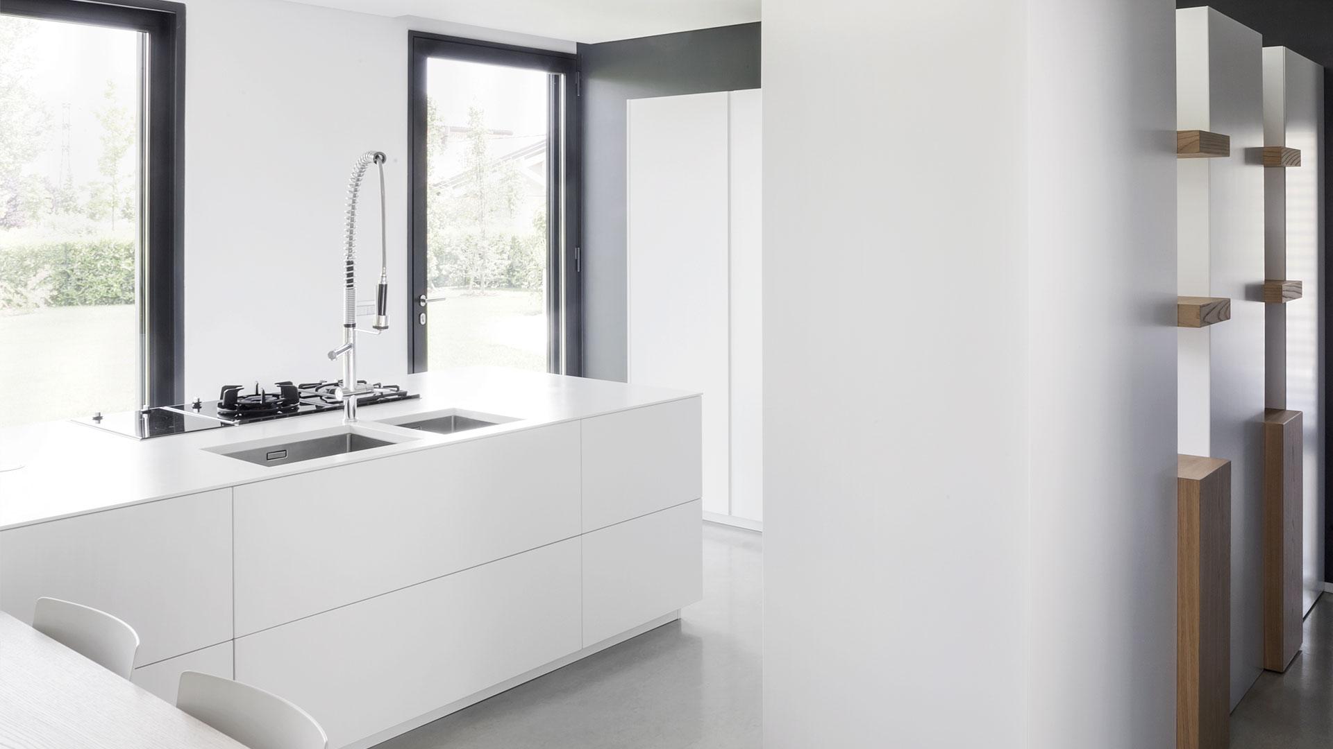 Cucina design con isola con piano in quarzo for Isola cucina design