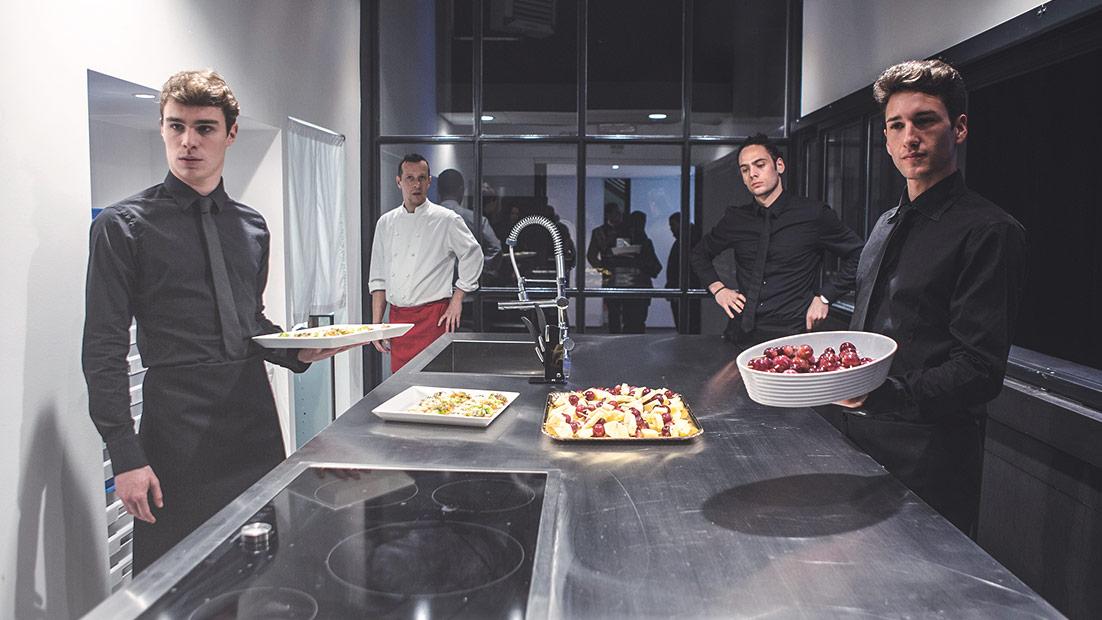 Passepartout, una solida showkitchen in cristallo e acciaio al Cibus 2016 - Cucine su Misura | TM Italia Cucine - 3