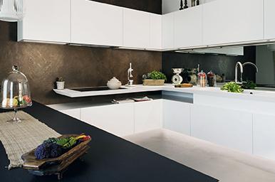 Cucina living sospesa realizzata su progetto sartoriale
