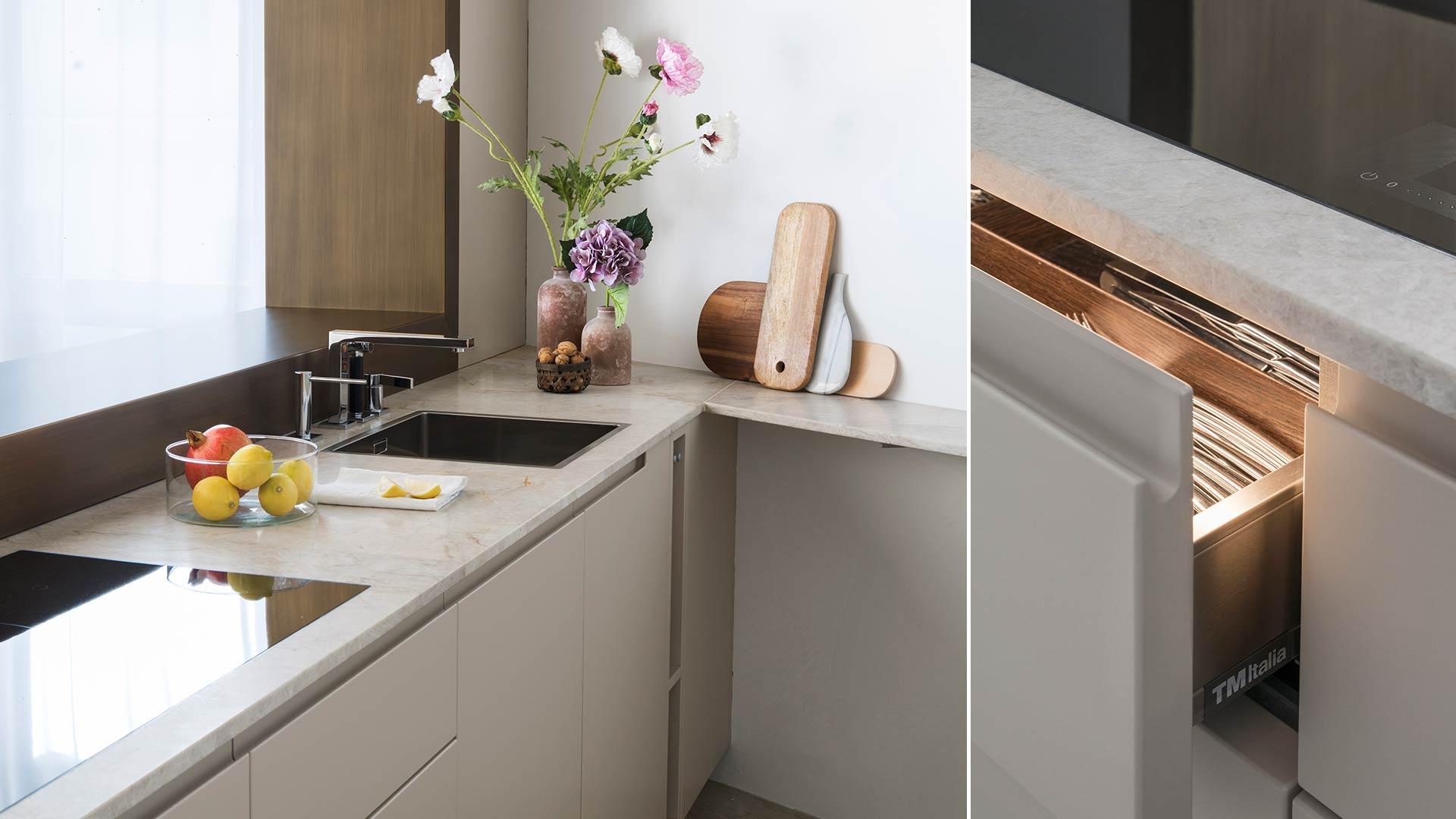 Soluzione cucina con apertura sulla zona living, un progetto di interior chiavi in mano | TM Italia - 201804_TMItalia_cucinaconaperturasullazonaliving-4